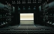 写真:劇場