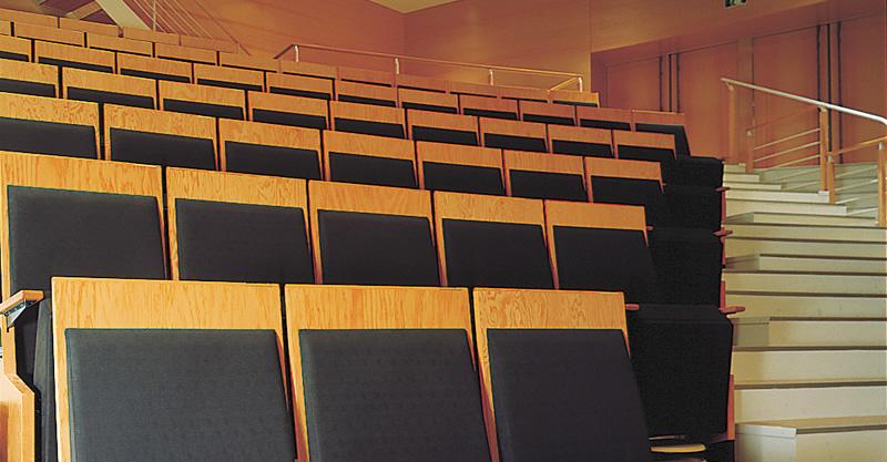 写真:座席の音響シャッター